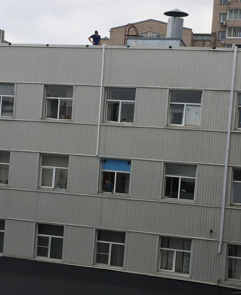Монтаж Lessar в БЦ. Кабель-канал по фасаду